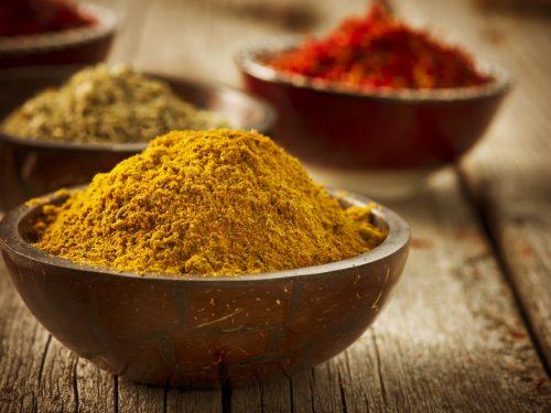 Curry: proprietà e impieghi di una deliziosa miscela speziata che cura